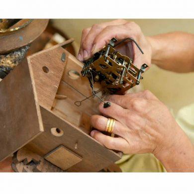 como arreglar un reloj cucú
